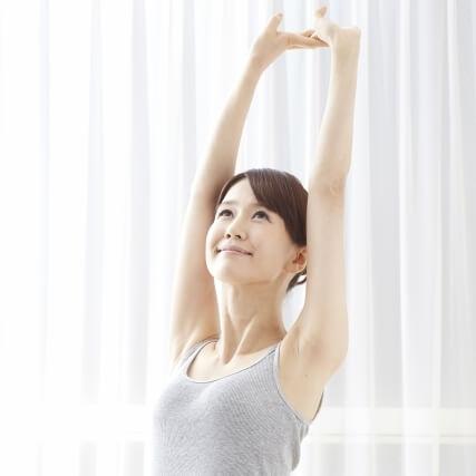 肩甲骨上下の筋肉のストレッチで肩こり改善