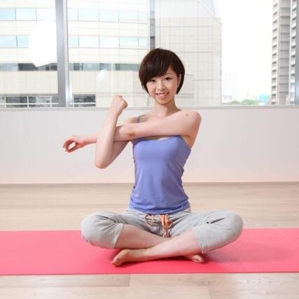 肩の筋肉のストレッチで肩こり改善